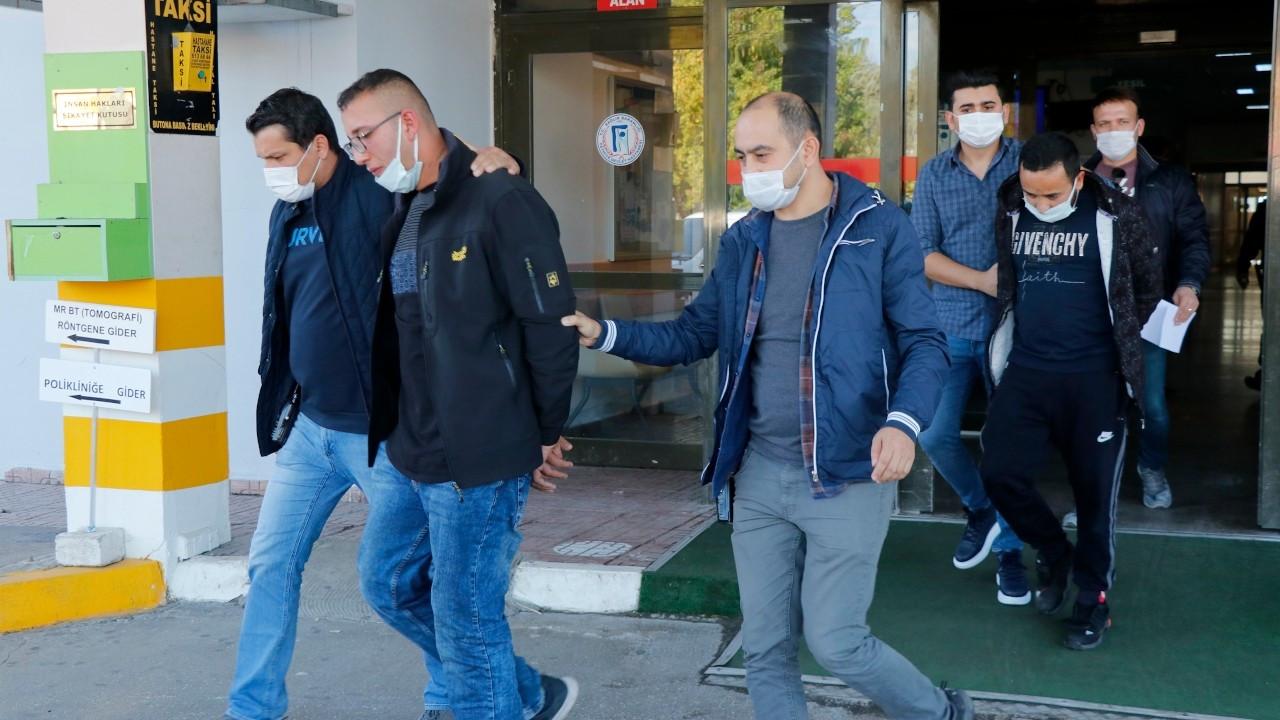 Muğla'da yasağa uymayan iki kişi polisin burnunu kırdı