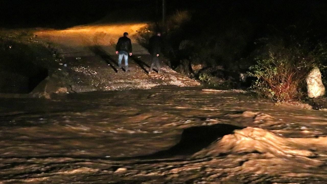 İzmir'de sel: 2 kişi vefat etti