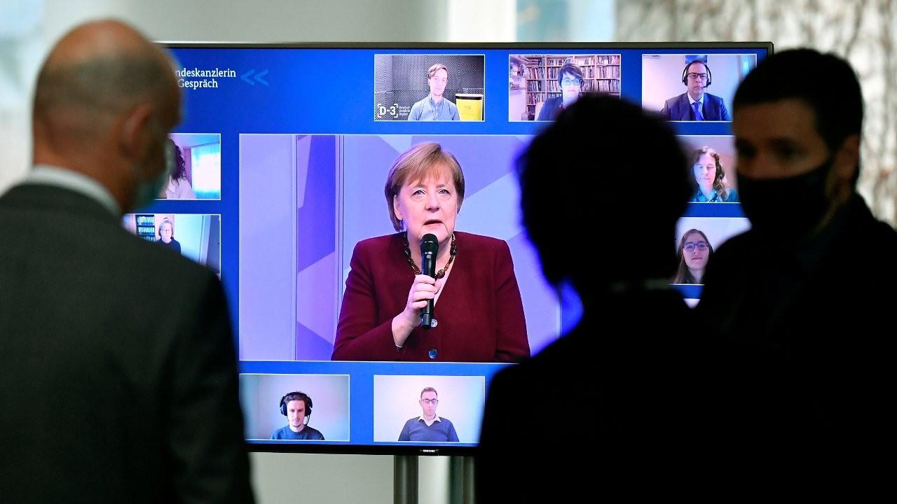 İddia: Merkel aşının hızla onaylanması için AB'ye baskı yapıyor