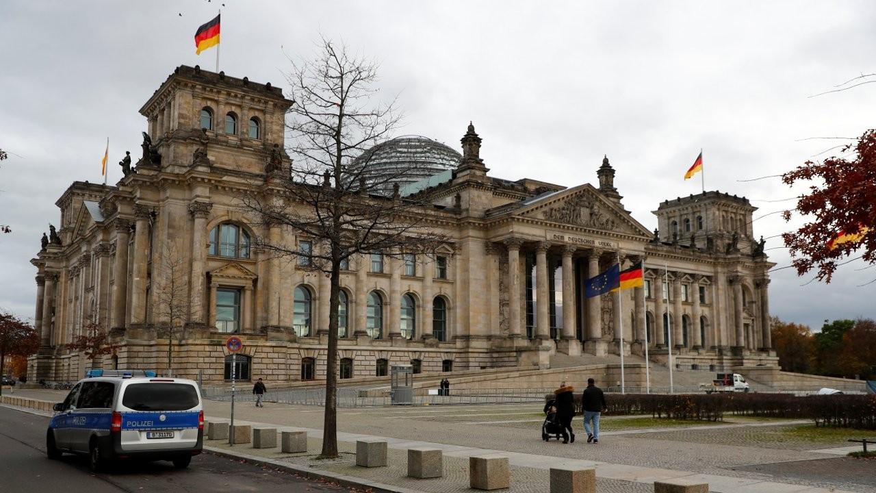 Almanya'da bir günde 952 kişi Covid-19'dan öldü