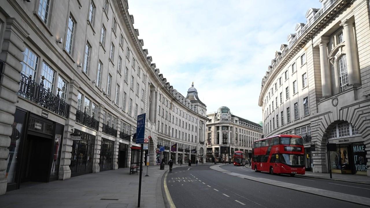 Londra'da 4. aşamaya geçildi: Tüm mağazalar kapatıldı