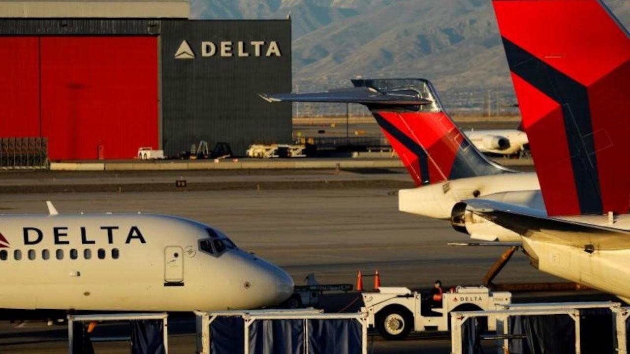 ABD'de iki yolcu hareket eden uçaktan piste atladı