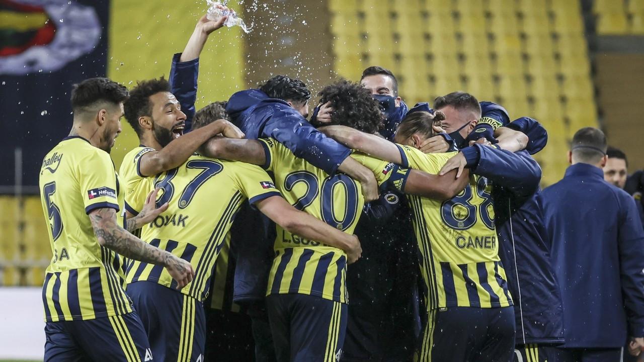 Kadıköy'de kazanan Fenerbahçe: 5 gol, 3 kırmızı kart