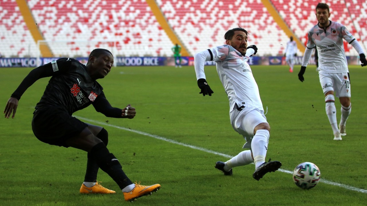 Sivasspor evinde ilk galibiyetini aldı: 3-1