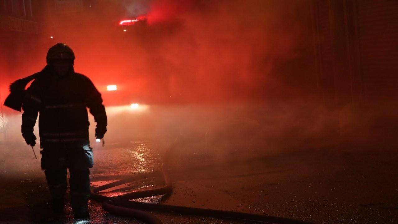 İzmir'de 2 ayrı fabrikada yangın çıktı