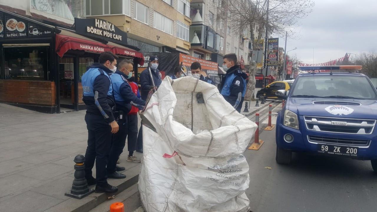 Zabıta atık kağıt toplayıcılarına kısıtlama cezası kesti