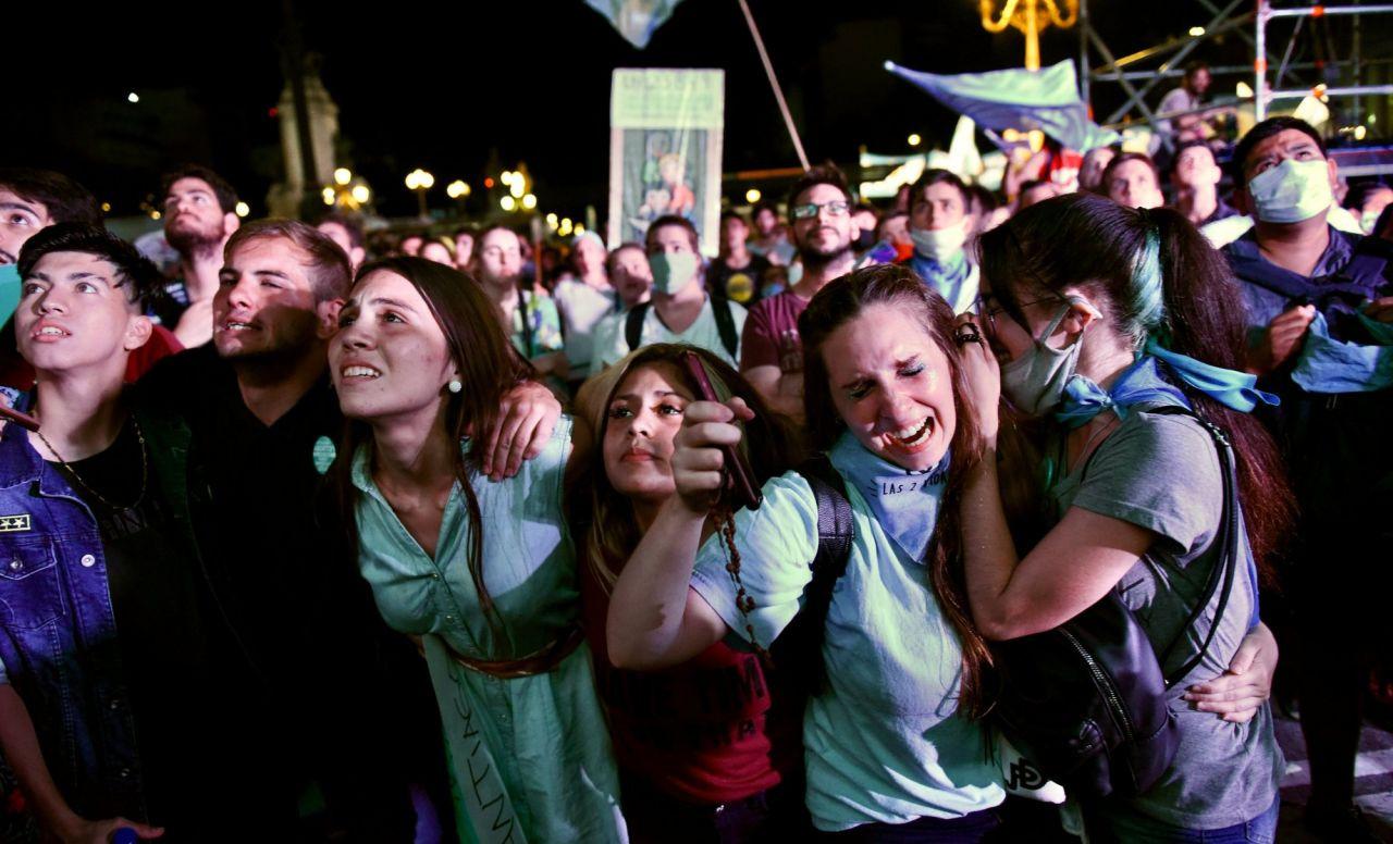 Arjantin kürtaj hakkını kutluyor: 'Bir daha gizli kürtaj nedeniyle bir kadın bile ölmeyecek' - Sayfa 2