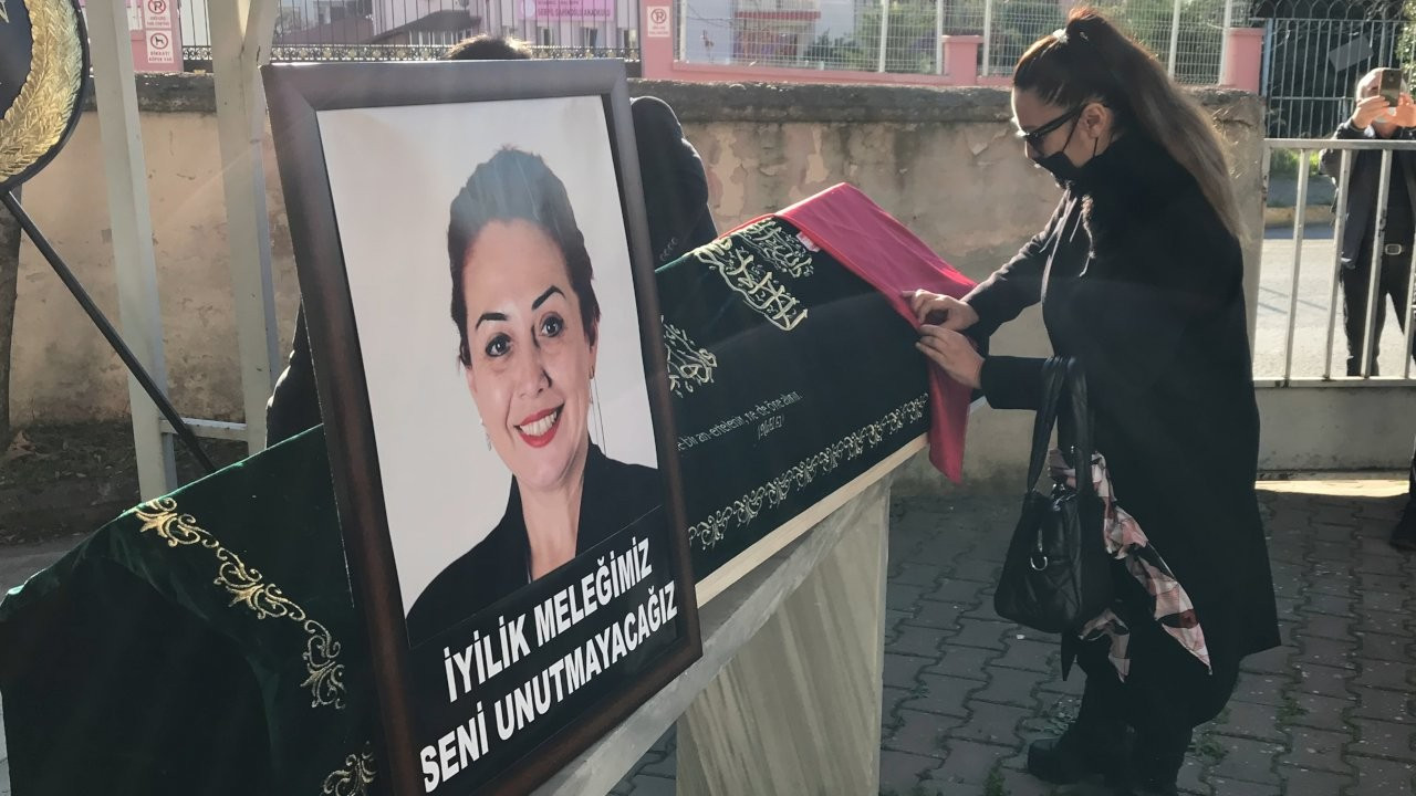 Öldürülen öğretim üyesi Aylin Sözer toprağa verildi