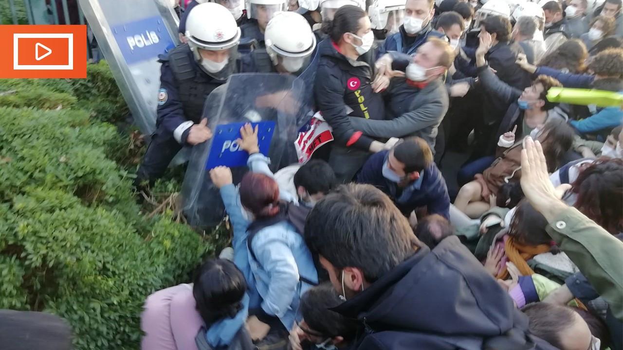 Boğaziçi Üniversitesi'nde öğrencilere polis saldırdı