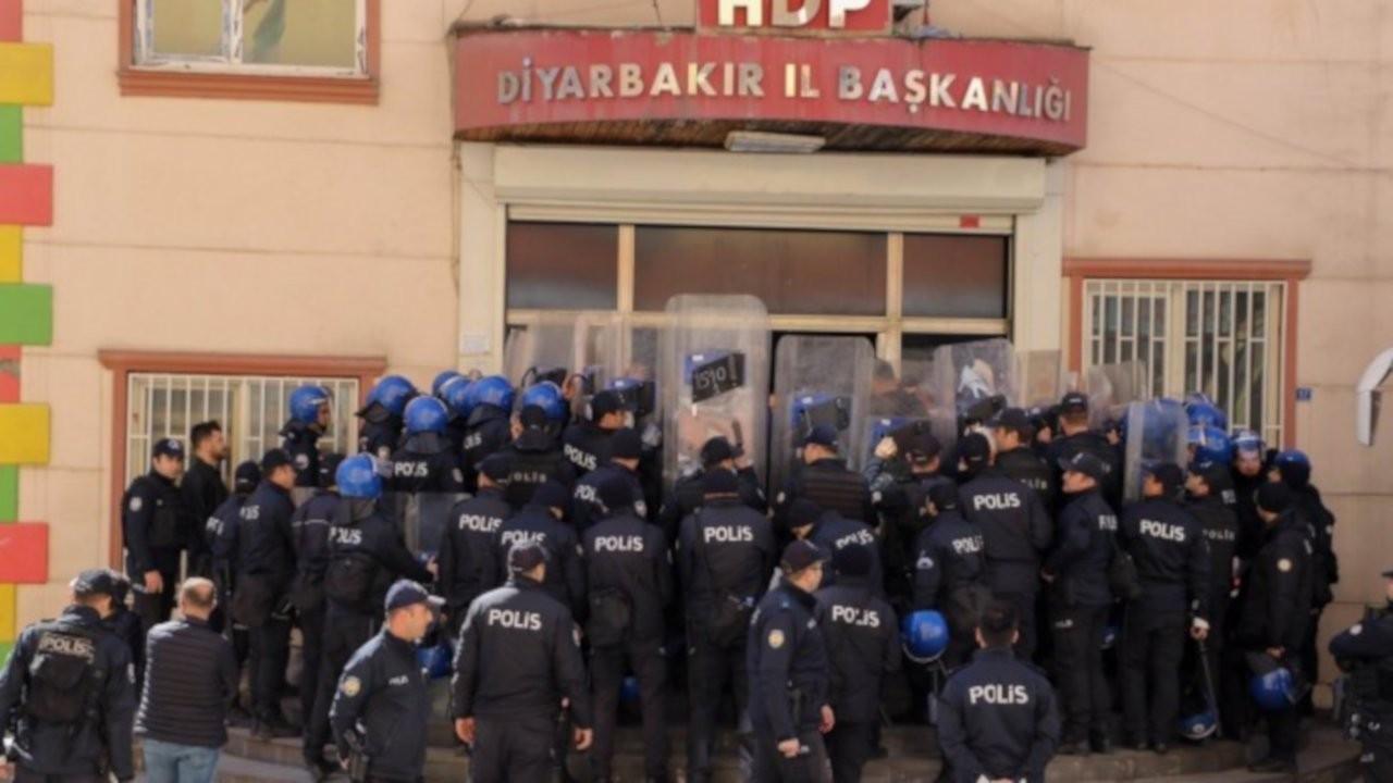 'Polis HDP binasına gelenleri listeliyor'