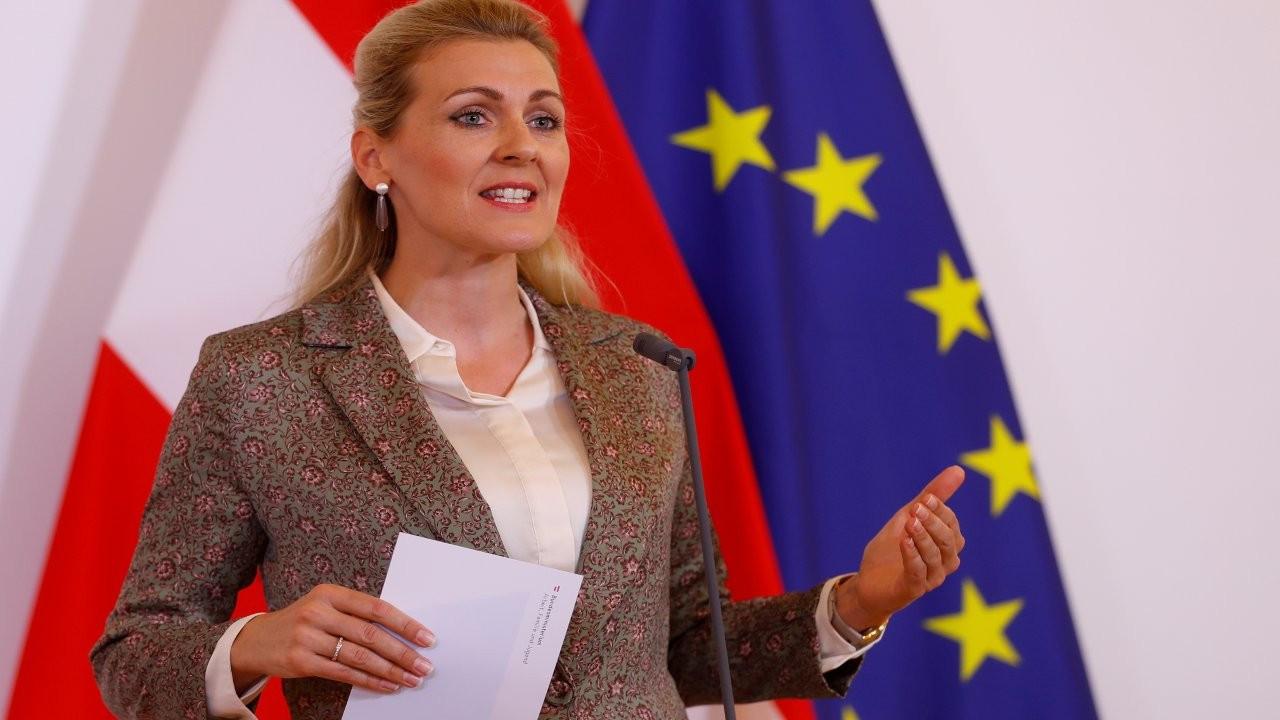 Avusturya'da intihal ile suçlanan bakan istifa etti