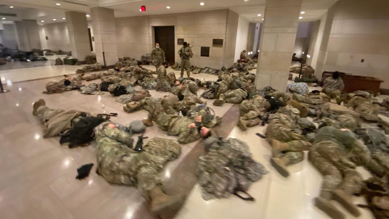 Askerler Kongre binasında Joe Biden'ın yemin törenini bekliyor