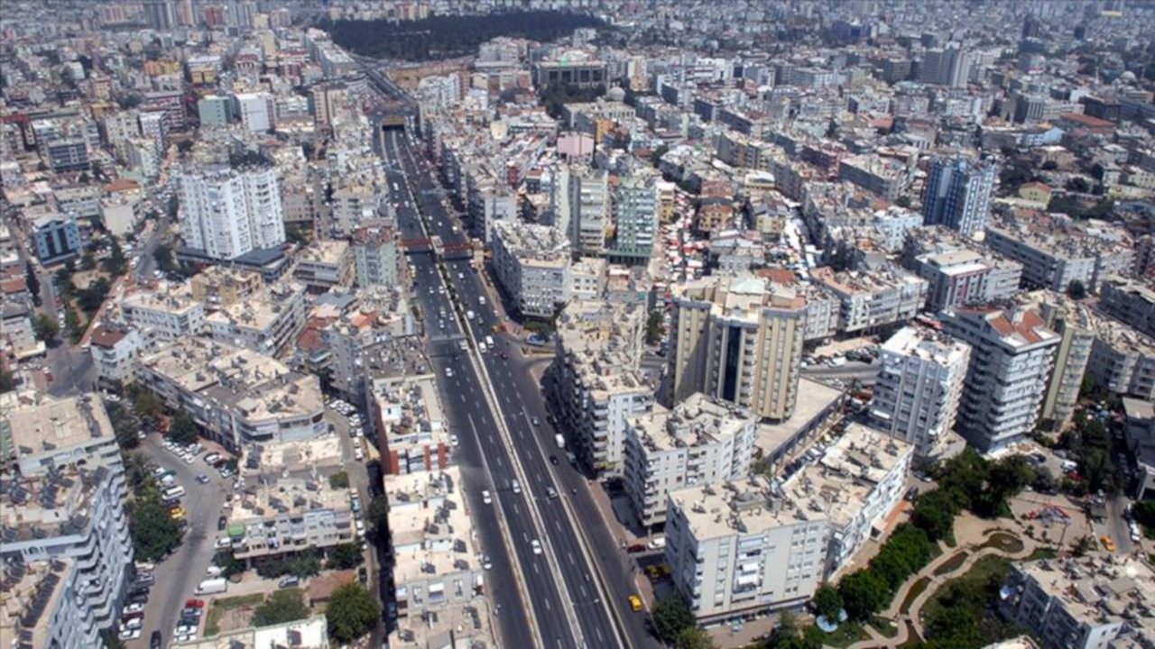 Esenyurt Bağdat Caddesi'ni geçti