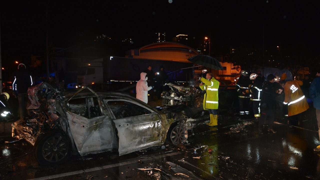Ordu'da zincirleme kaza: 3 otomobil yandı