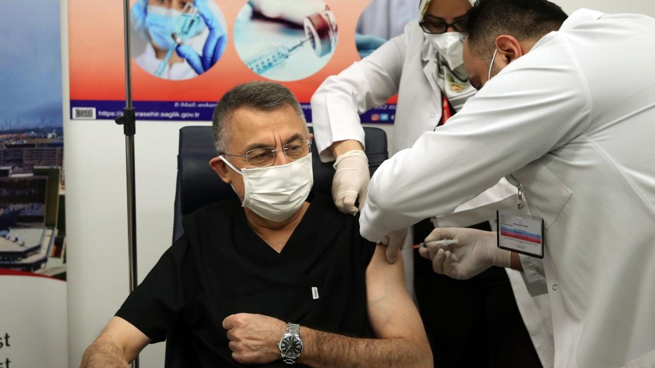 Cumhurbaşkanı Yardımcısı Fuat Oktay, Covid-19 aşısı yaptırdı