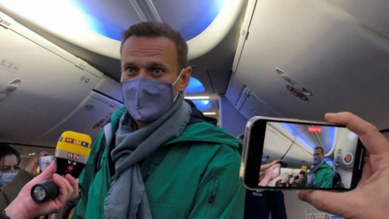 Mahkemeye çıkarılan Navalni: Putin korkuyor