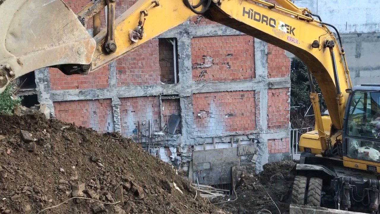 Şişli'de istinat duvarı çöktü: Bazı binalar tahliye edildi