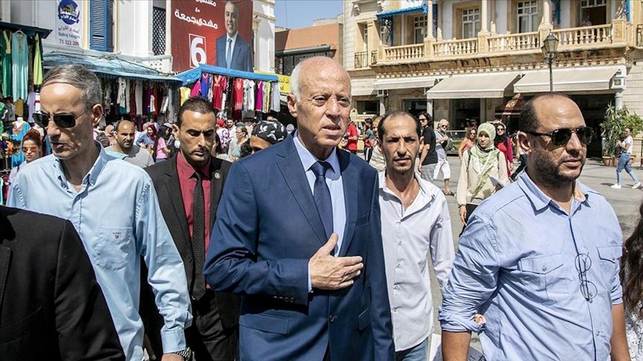 Tunus Cumhurbaşkanı'na gönderilen zarfı açan memur bayıldı
