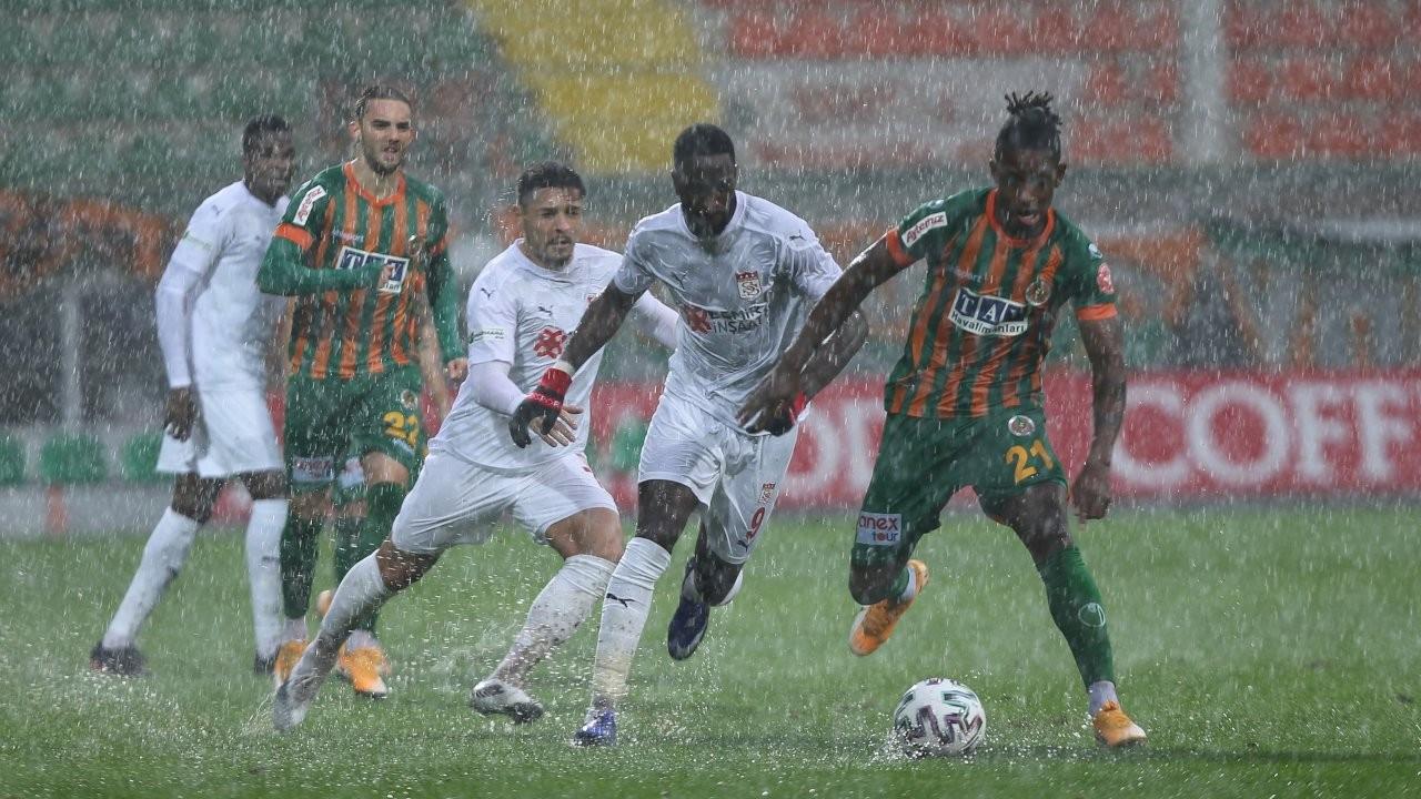 Alanyaspor-Sivasspor maçı 19. dakikada tatil edildi