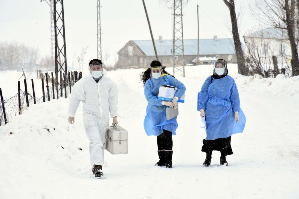 Korona aşısı için tipide 2 kilometre yürüdüler - Sayfa 2