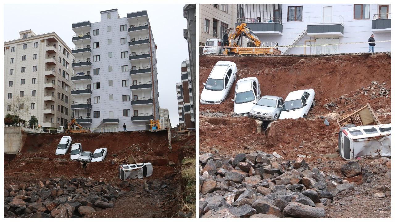 İstinat duvarı çöktü: 6 araç inşaat temeline düştü