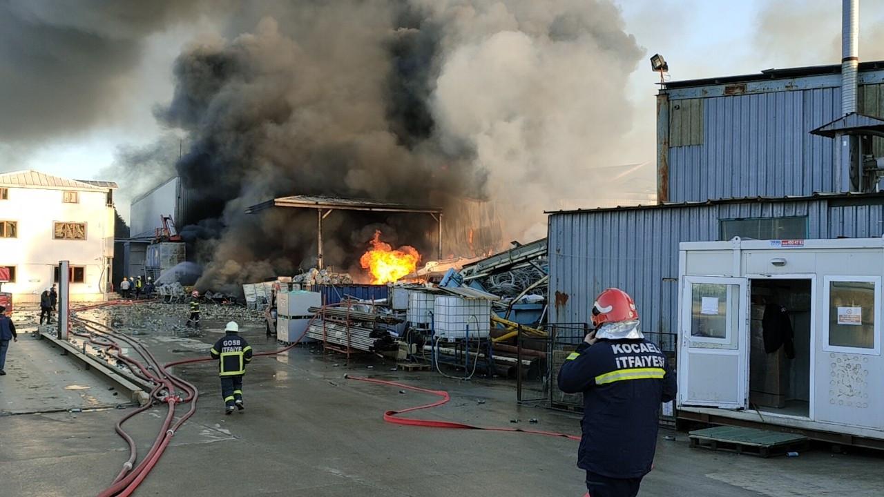 Kocaeli'de fabrika yangını: 2 çalışan yaralandı