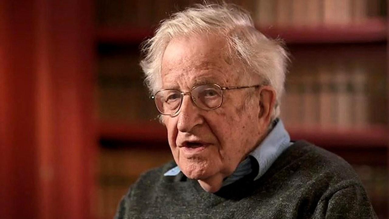 Chomsky: Türkiye'de boğucu hakimiyet genişliyor