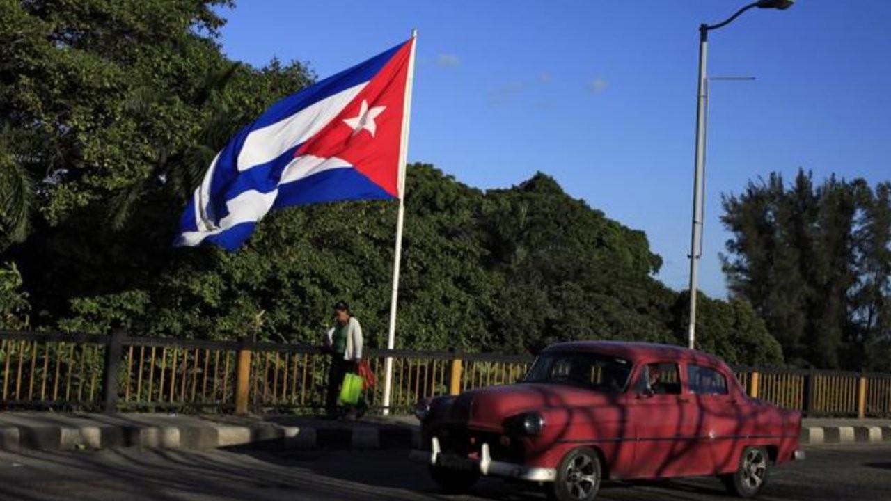 Küba'da küçük ve orta boy özel işletmelerin kurulmasına izin