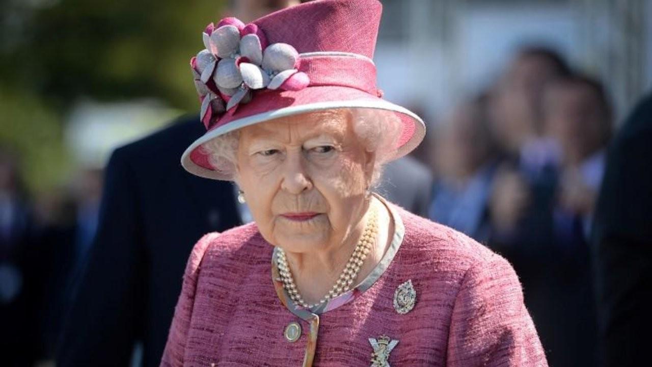 The Guardian: Kraliçe, servetini gizlemek için lobi yaptı