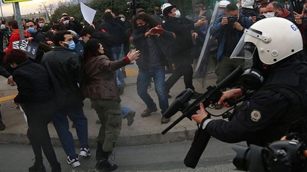 Kadıköy'deki eylemde gözaltına alınan 33 kişi 'adli kontrol'le serbest