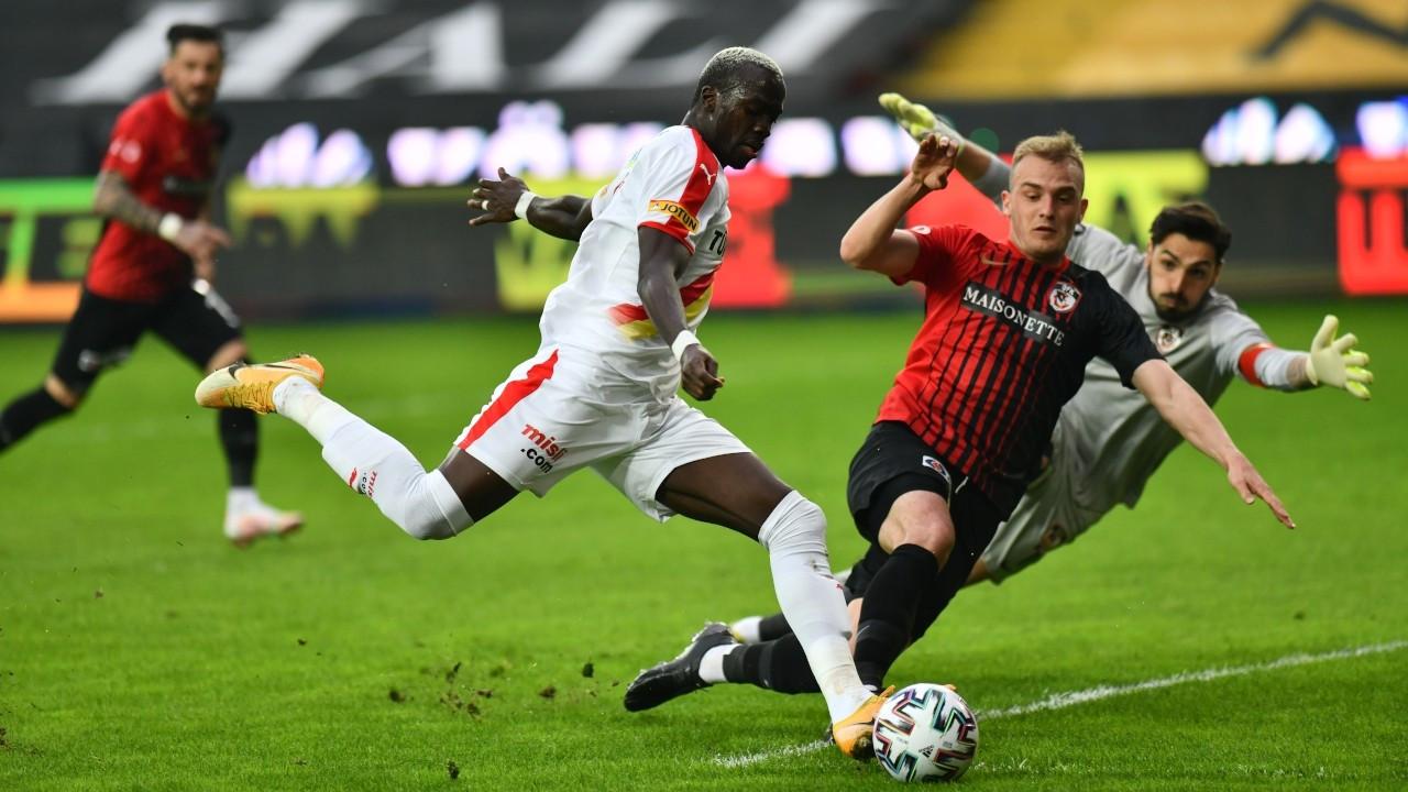 Üç golü iptal edilen Göztepe 2-0 yenildi