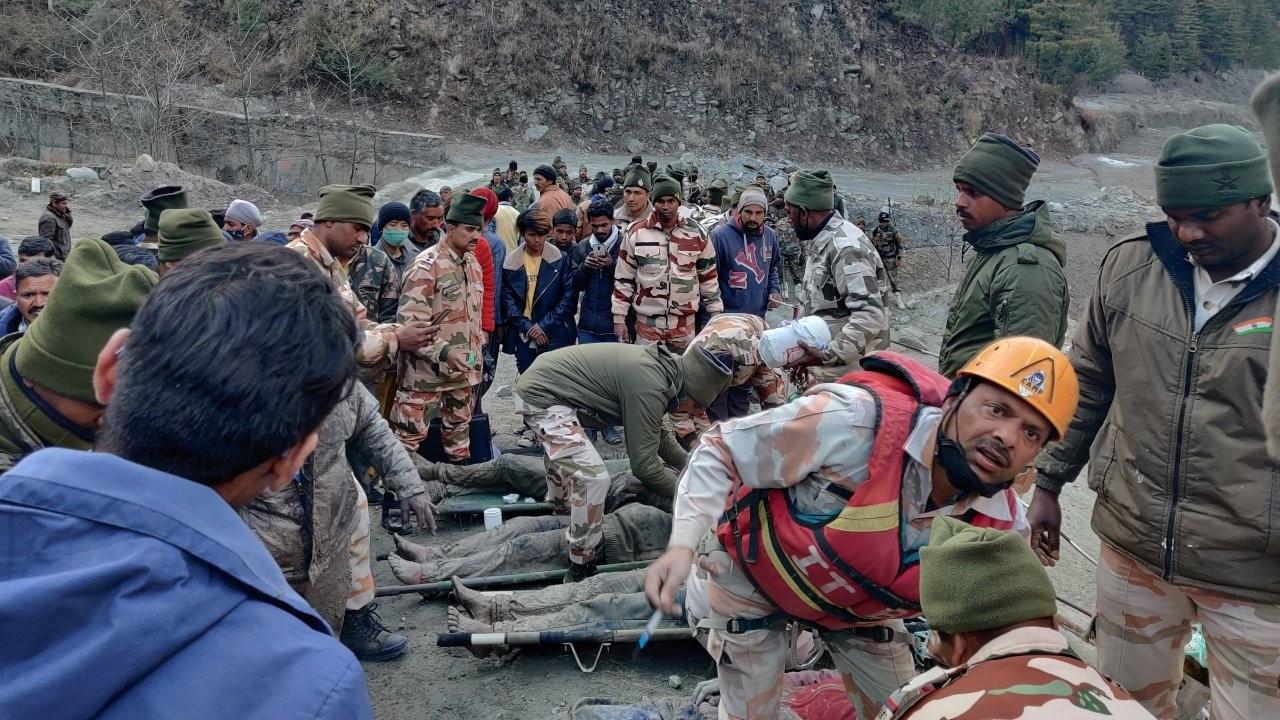Hindistan'daki buzul faciasında en az 14 kişi öldü