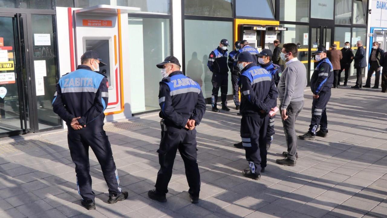 Bolu Belediyesi ruhsata aykırı bankamatikleri mühürledi