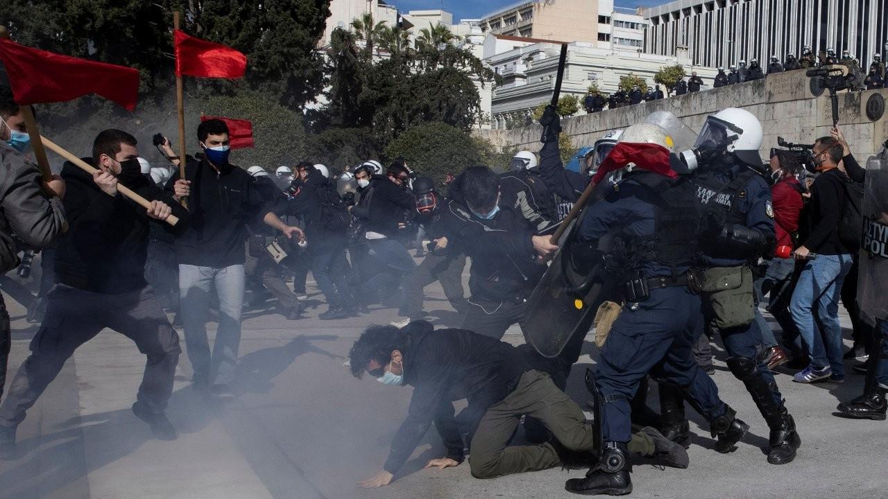 Atina'da 'Üniversite polisine hayır' diyen öğrencilere polis saldırısı