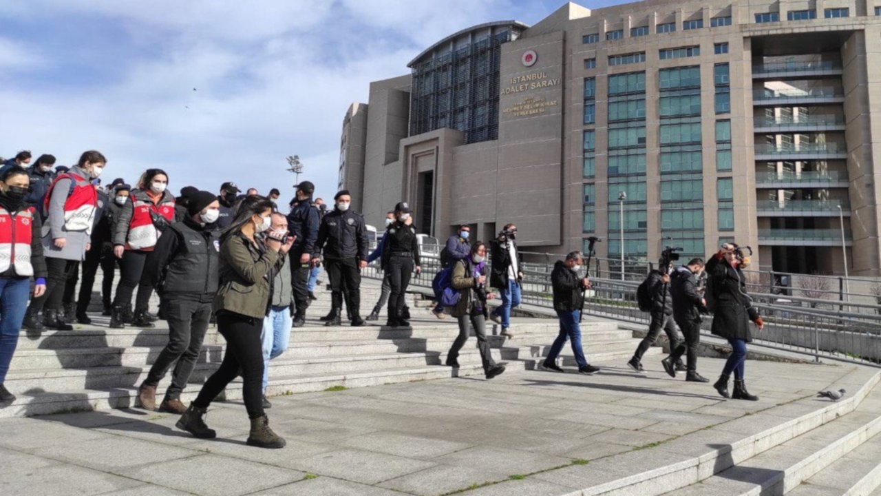 Gözaltına alınan öğrencilere destek verenlere de gözaltı
