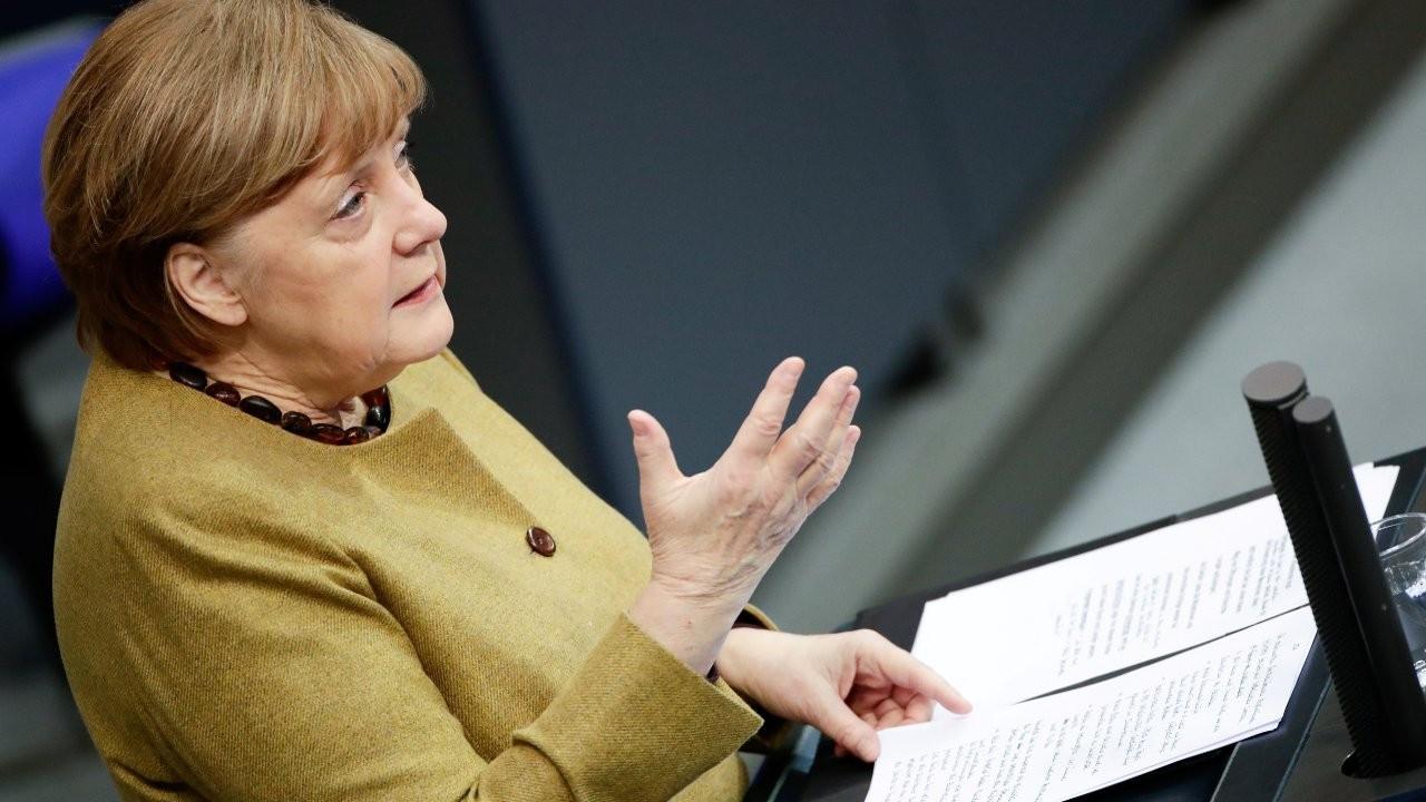 Almanya'da kısıtlamalar uzatıldı, Merkel mutasyon uyarısı yaptı