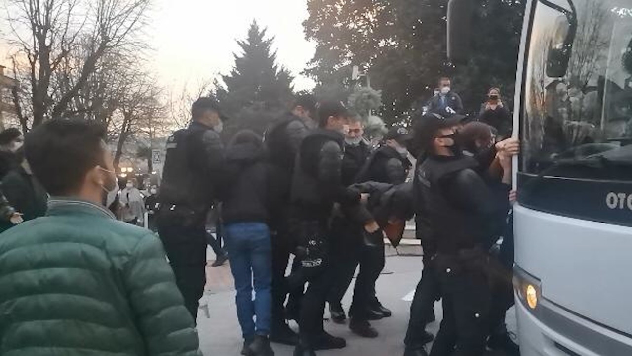 Kocaeli'deki Boğaziçi protestosuna polis saldırdı: 20 gözaltı