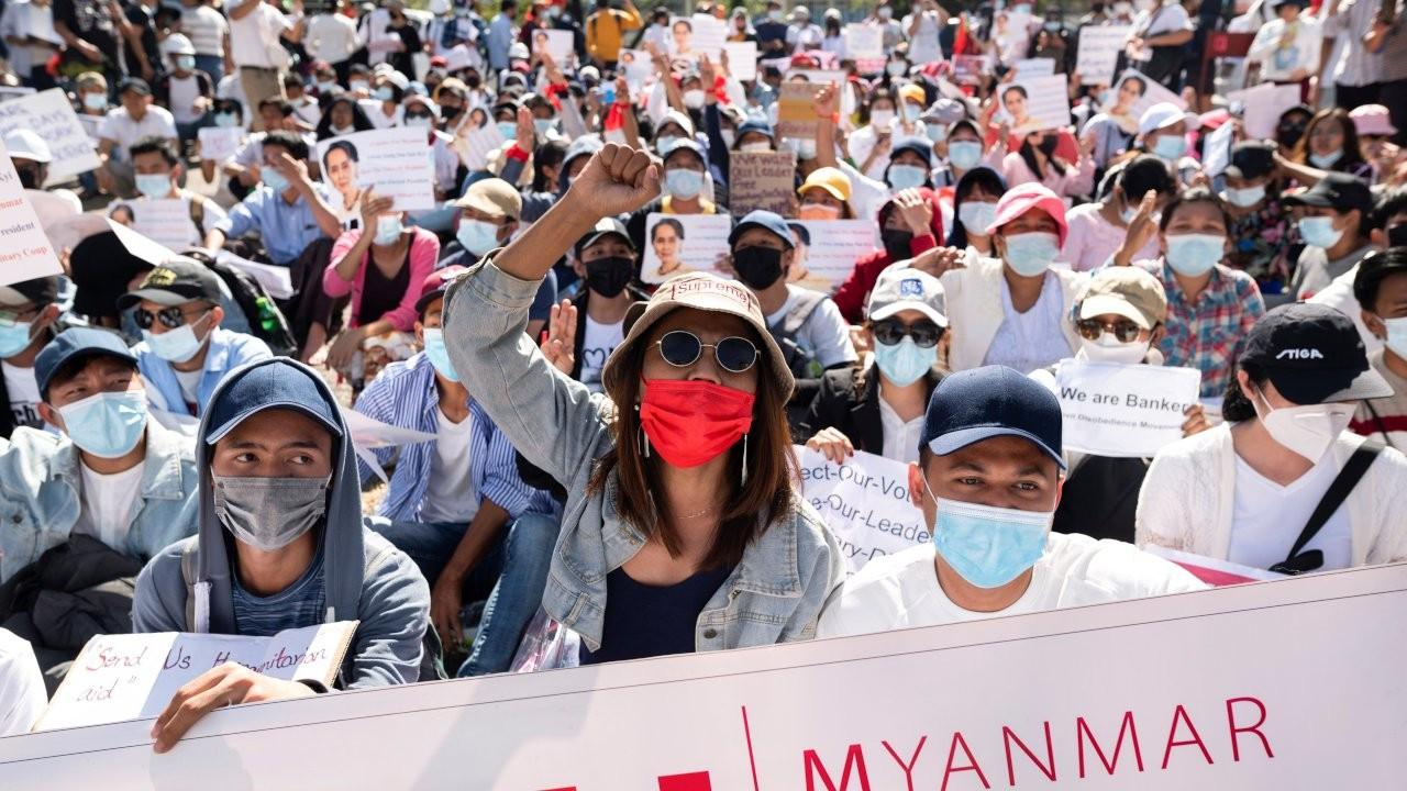 Facebook'tan Myanmar ordusuna kısıtlama