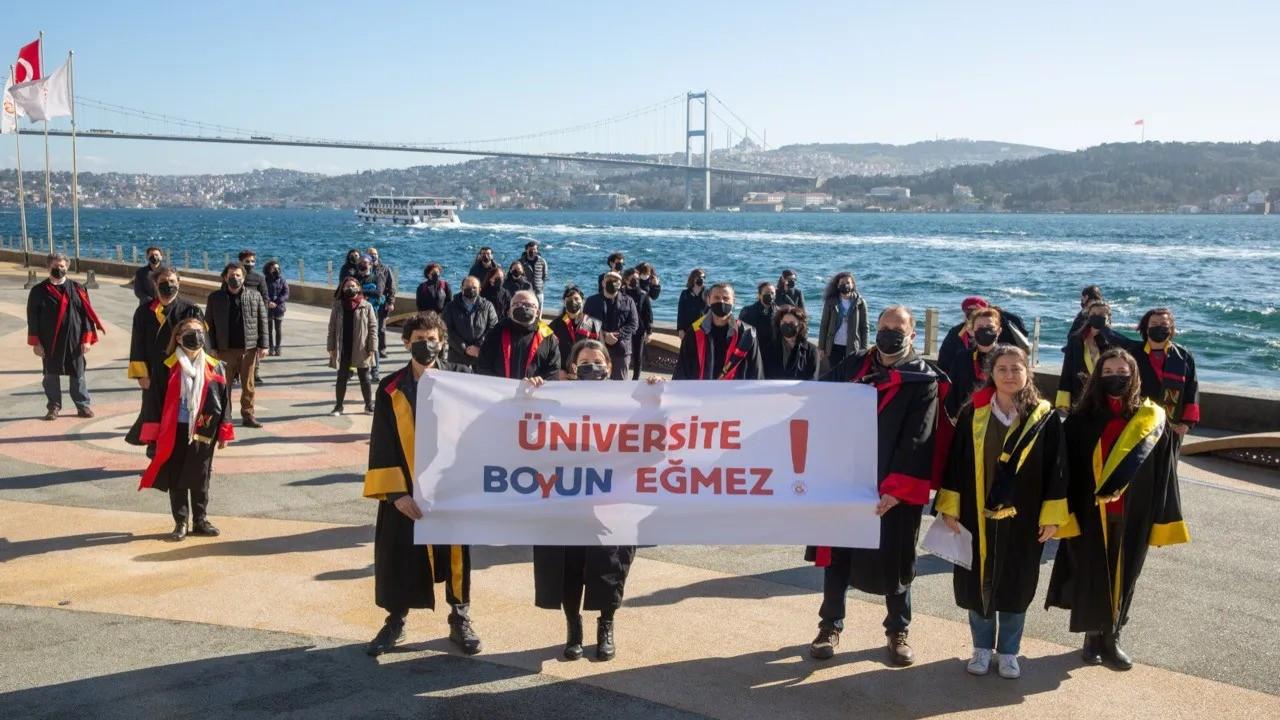 Galatasaray Üniversiteli öğrenciler: Öğretmenlerimizin yanındayız