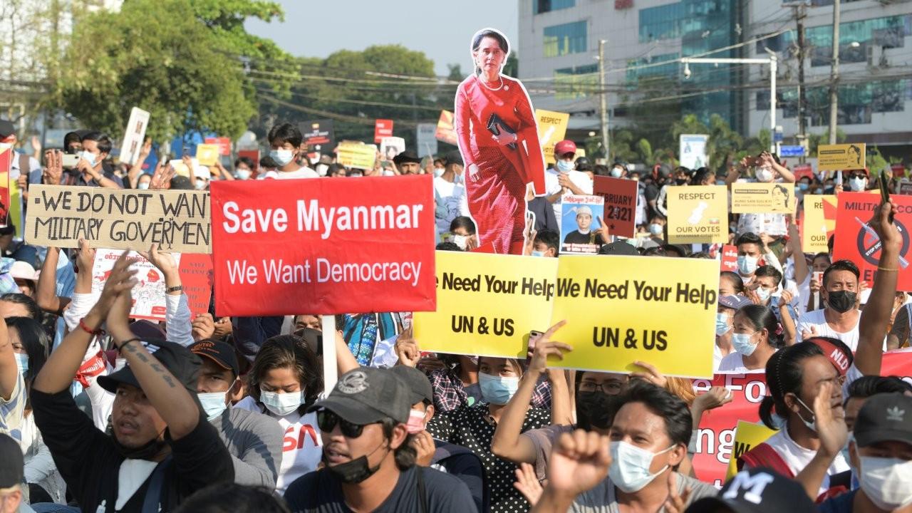 Myanmar'da darbecilerden göstericilere '20 yıl hapis' tehdidi