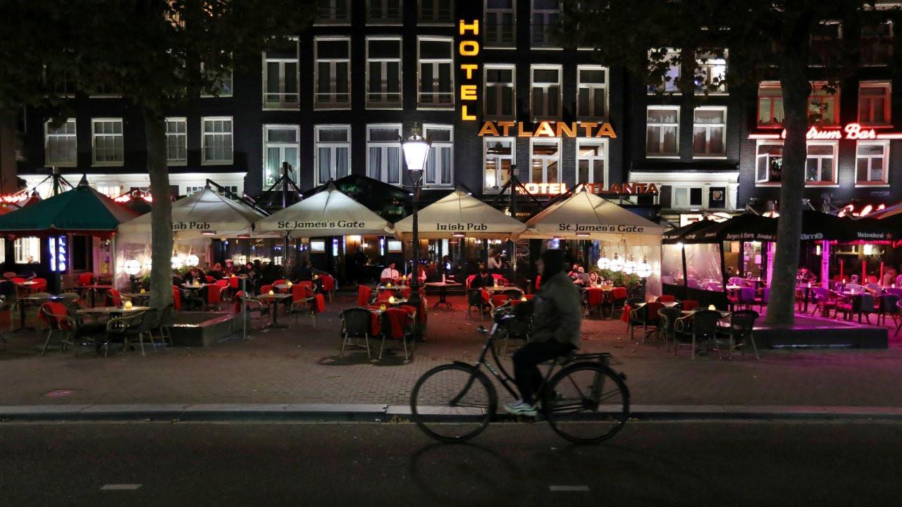 Hollanda mahkemesi: Sokağa çıkma yasağı derhal kaldırılmalı, meşru değil