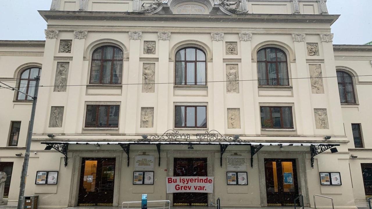 Süreyya Operası'nda grev pankartı: 'Paris olsa beğenirsiniz'