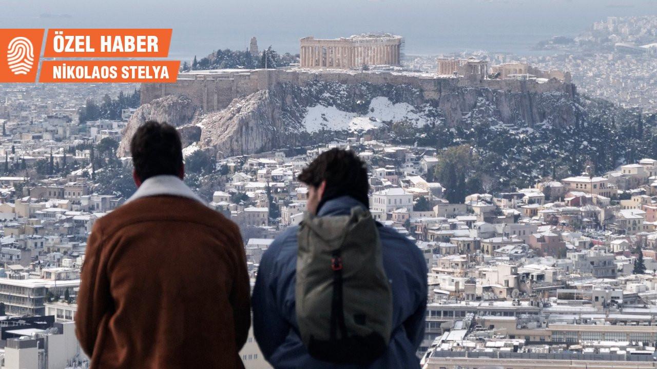 Kar fırtınası Yunanistan'ı sarstı: Miçotakis muhalefetin hedefinde