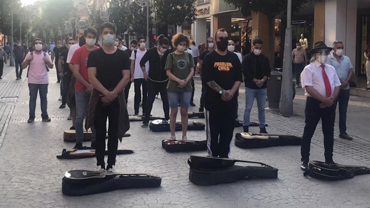 İzmirli müzisyenler Mehmet Mert El için sokakta: Sevgileri, tutkuları yarım kaldı...