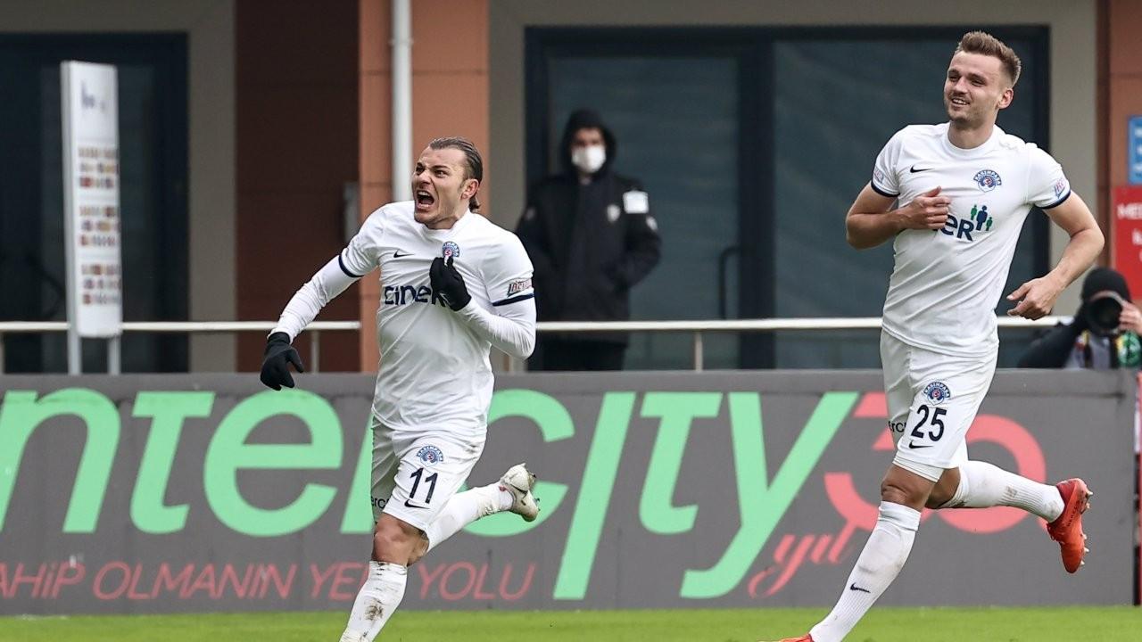 Süper Lig'de 5 gollü derbiyi Kasımpaşa kazandı
