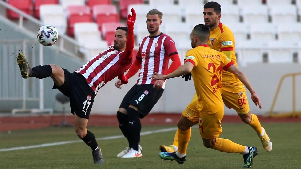 Sivasspor sahasında Kayserispor'u 2-0 yendi