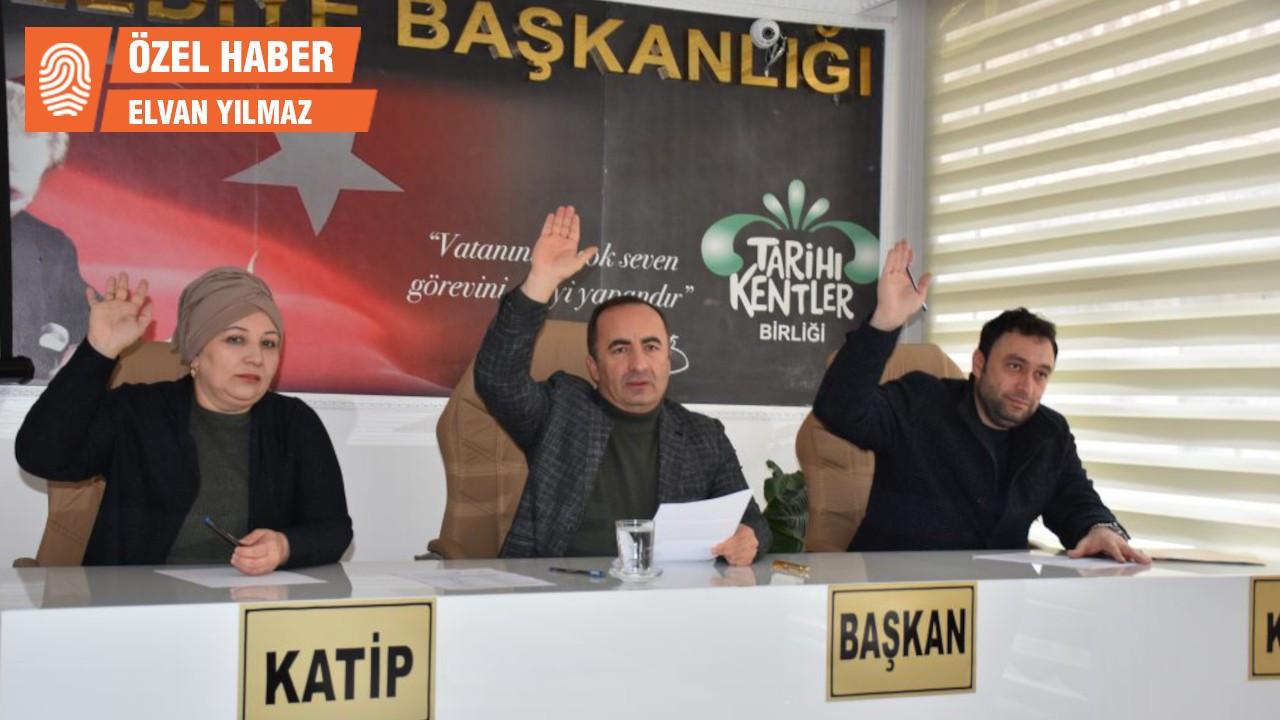 MHP'lilerden MHP'li belediye başkanına suç duyurusu