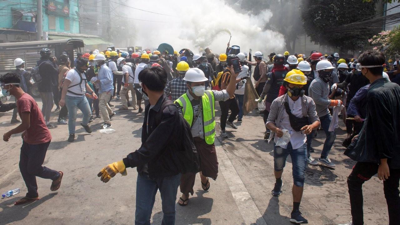 Myanmar'da polis ateş açtı: En az 10 kişi öldü