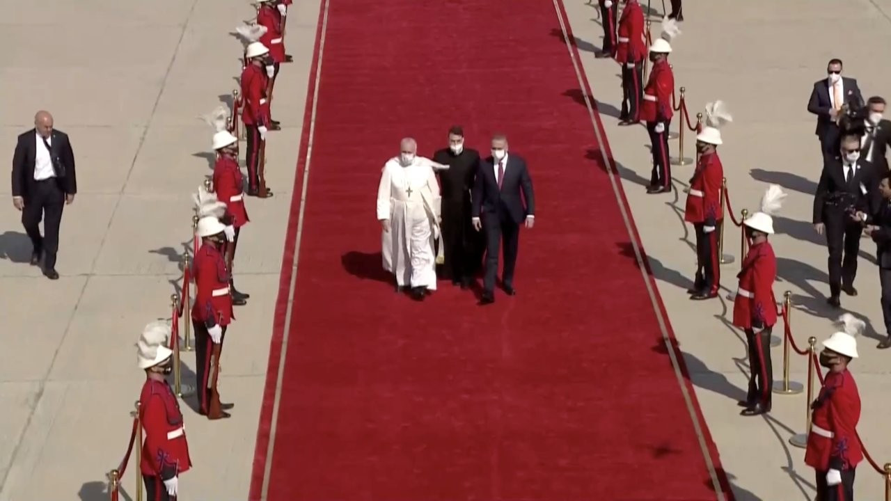Papa Francis, 'tarihi ziyaret' için Bağdat'a ulaştı