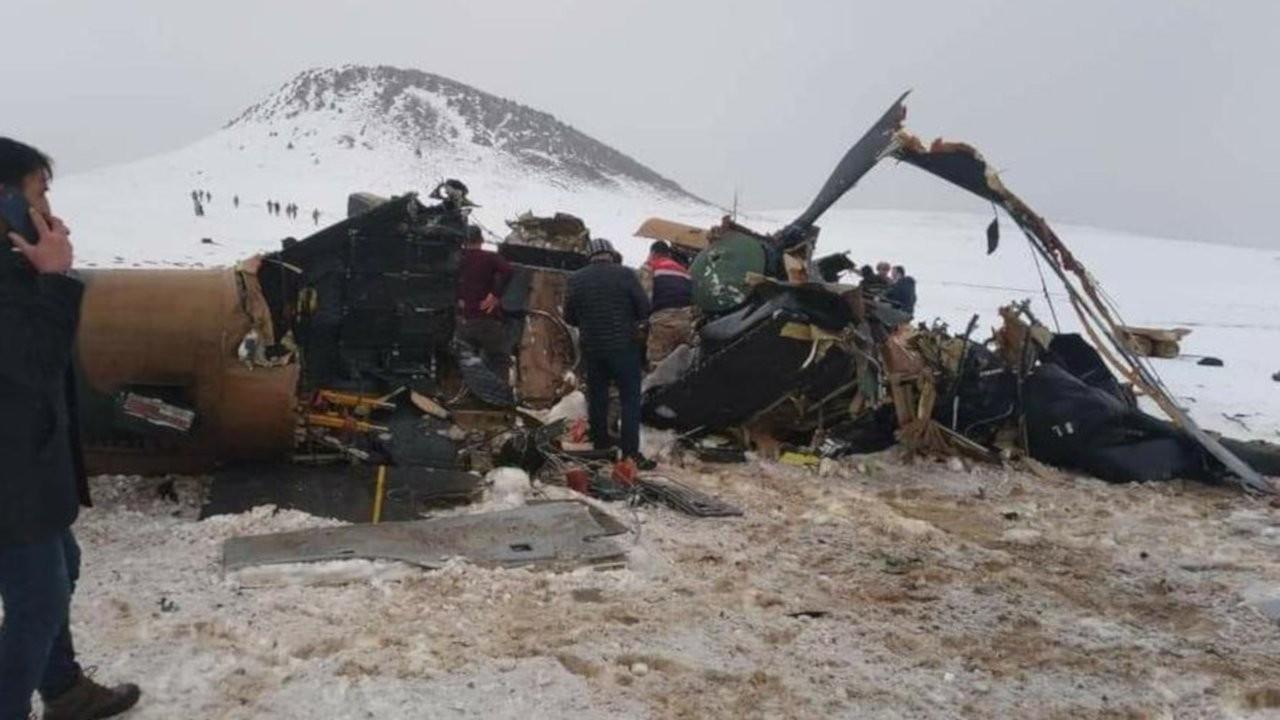 Tatvan'da düşen helikopterde kaza kırım ekibi inceleme yapıyor